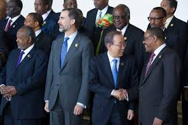Secretary-General Ban Ki-moon is greeted by Hailemariam Dessalegn, Prime Minister of Ethiopia. UN Photo/Eskinder Debebe