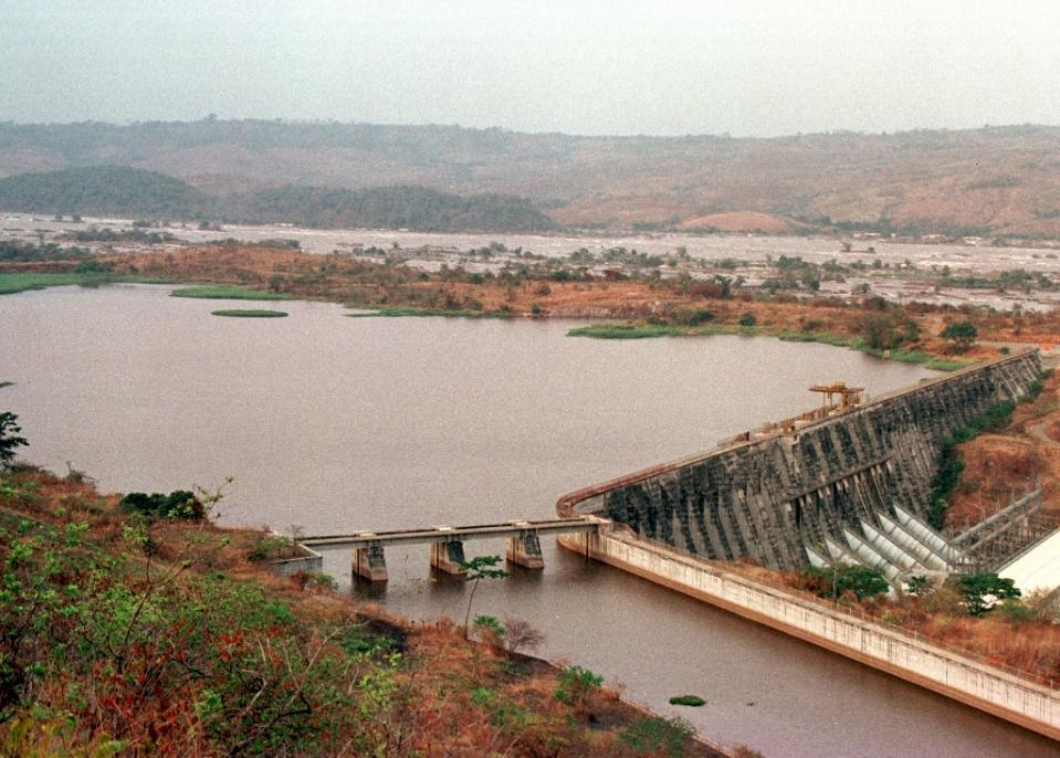 A view of the Inga dam, located some 350 kilometers southwest of Kinshasa, taken on August 30, 1998 (AFP Photo/Issouf Sanogo)