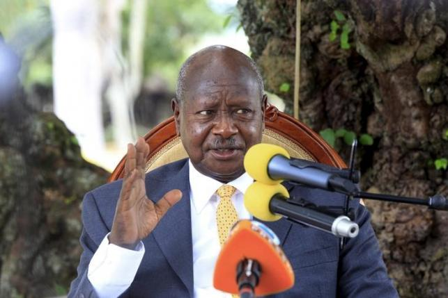 Uganda incumbent and President elect Yoweri Museveni addresses the nation at his country home in Rwakitura, Kirihura district in western Uganda, February 21, 2016.  REUTERS/James Akena