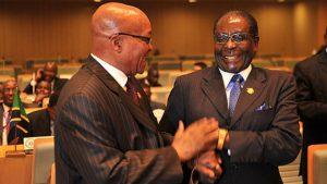 South African President Zuma (L) and Zimbabwe's Mugabe