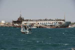 FILE - Small boats and old wrecked ships litter the harbor of Berbera, Somaliland, Aug. 16, 2016. (J. Patinkin/VOA)