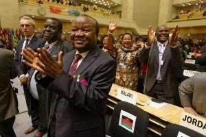 Malawi officials cheer then president Joyce Banda's speech at the ILO in 2013. Credit: Marcel Crozet / ILO.