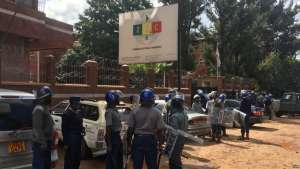 Police sealed Zimbabwe Electoral Commission offices and only allowed a few opposition members to get in March 22, 2017, to present their petition asking ZEC to step down to ensure undisputed polls in 2018. (S. Mhofu/VOA)