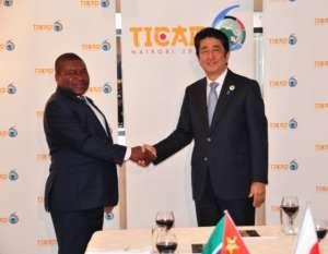 File photo / President Filipe Nyusi (left) and Japanese prime minister Shinzo Abe (right) in Nairobi, Kenya