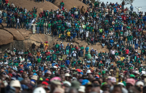 Miners gather during a rally on the fourth anniversary of the Marikana Massacre in 2016 in Rustenburg, South Africa (AFP Photo/MUJAHID SAFODIEN)