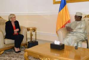 Chadian president Idriss Deby Itno (R) speaks with French far-right Front National (FN) party candidate for the presidential election Marine Le Pen on March 21, 2017 at the presidential palace in N'Djamena.   Le Pen arrived on March 21, 2017 in Chad to visit French soldiers deployed against jihadists, ignoring protests from the regime's main opposition. / AFP PHOTO / BRAHIM ADJI