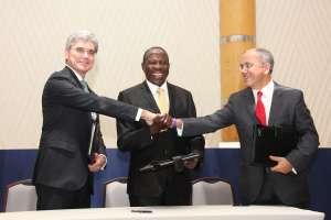 Signing of Uganda MOU: (L-R) Joe Kaeser, Siemens Global President and CEO; Hon. Minister of Finance Matia Kasaija, Uganda; Mesut Sahin, CEO MMEC Mannesman, Germany