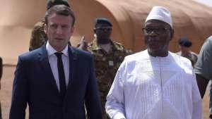 French President Emmanuel Macron (L) talks with Mali's President Ibrahim Boubacar Keita (R