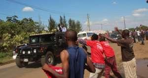 Uhuru Kenyatta's motorcade drives past supporters in the 2013 election campaign. Credit: SarahTz.