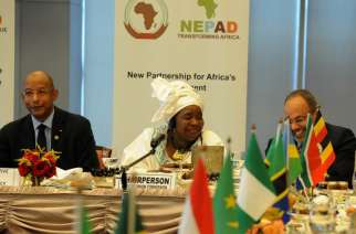 Ibrahim Hassane Mayaki (left), former prime minister of Niger; Nkosazana Dlamini Zuma (center), former South African minister of health; and Carlos Lopes, former executive secretary of the U.N. Economic Commission for Africa, during a 2013 working breakfast of the 29th Session of the New Partnerships for Africa's Development at African Union headquarters in Addis Ababa, Ethiopia. (GCIS/Flickr)
