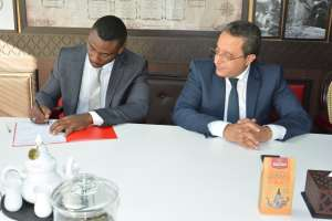 From left to right, Loggin Warren KAMBOGO, General Manager of the Agricultural Agroindustrial and Agricultural Products Development and Production Company in Gabon (SOVAPROAT) and Hamid RAJI, CEO of the Moroccan company of Teas and Infusions (MATHE), the signing of the partnership agreement on the recovery and processing of lemongrass