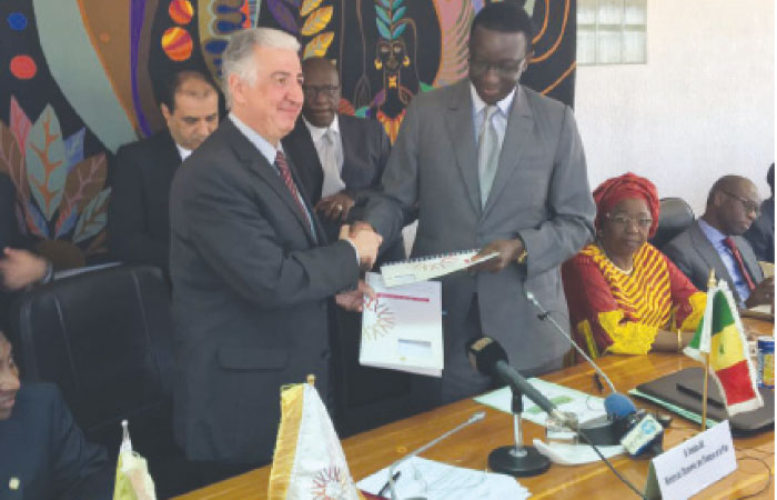 Eng. Hani Salem Sonbol (left), CEO, ITFC exchanges documents