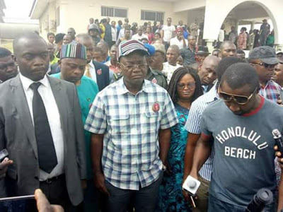 Governor of Benue State, Samuel Ortom and his entourage were at the BSU Teaching Hospital to condole with the casualties of the Fulani herdsmen attacks.