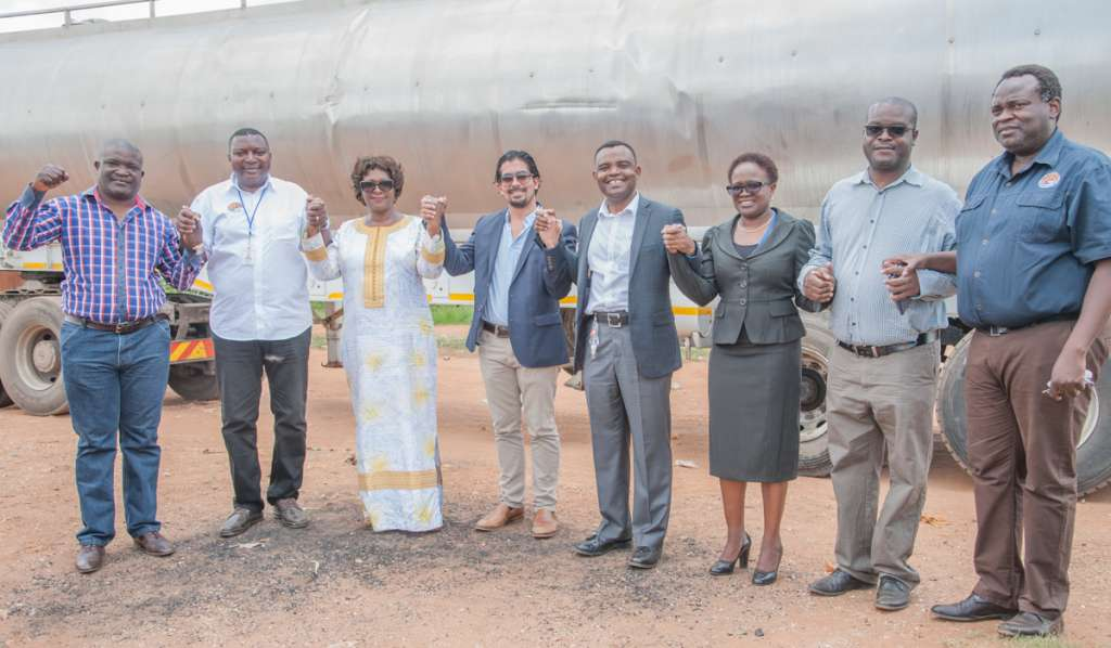 Hon. Margaret Mwanakatwe, Zambian Breweries country director Jose Moran, corporate affairs director Ezekiel Sekele and women from Bauleni.