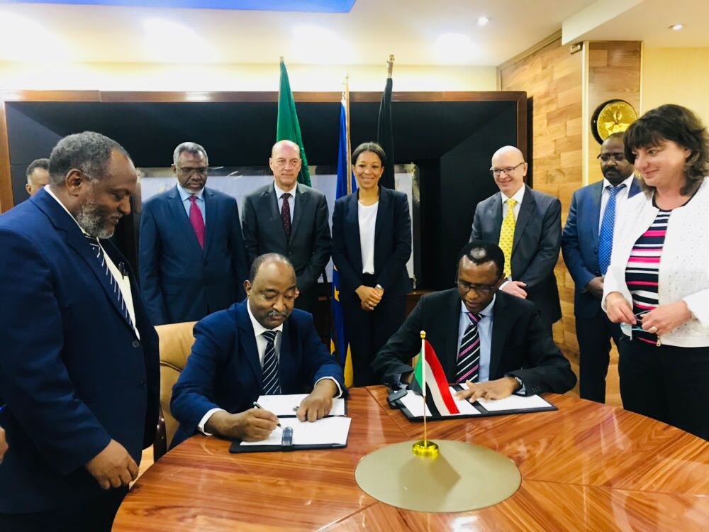 Siemens and the STPGC have entered into a five year strategic partnership contract for the operation and maintenance of the Garri and Port Sudan Power Stations - Witnesses: State Minister: Yousif Manza, Minister of Water Resources, Irrigation and Electricity: Moataz Musa, German Embassador to Sudan: Ullrich Klöckner, Siemens AG Board Member: Janina Kugel, Siemens Southern & Eastern Africa Executive Director: Clifford Klaas, Siemens Service Regional Director: Dominique Tilly, Field Service Planning Manager, Mohammed Elmudather Hussein, STPGC General Manager: Mohamed Elragil, Siemens Southern & Eastern Africa CEO: Sabine Dall'Omo