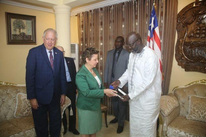 President George Weah shakes hand with US Ambassador Christine Elder Photo Credit: Executive Mansion Photo