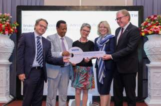 Symbolic hand-over of the key for the new Voith Hydro East Africa Hub in Addis Ababa, Ethiopia. On the picture (left to right): Mark Claessen, Managing Director Voith Hydro East Africa; Dr. Frehiwot Woldehanna, State Minister of Water, Irrigation and Electricity in Ethiopia; Brita Wagener, German ambassador to Ethiopia; Heike Bergmann, Senior Vice President Sales Africa; Uwe Wehnhardt, CEO of Voith Hydro and Member of the Corporate Management Board