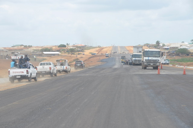 Ongoing work on Oyo-Ogbomoso Road during the inspection by the Minister of Information and Culture, Alhaji Lai Mohammed, on Tuesday.