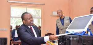 DR C's Independent National Electoral Commission (CENI) believes it will be impossible to hold elections on schedule without the machines because of challenges in setting up polling stations and counting ballots in a country with serious infrastructural handicaps .