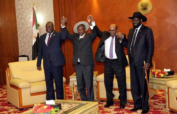 (From L to R) South Sudan rebel leader Riek Machar, President Yoweri Museveni of Uganda, Sudanese President Omar Al Bashir, and Salva Kiir, president of South Sudan (SUNA).