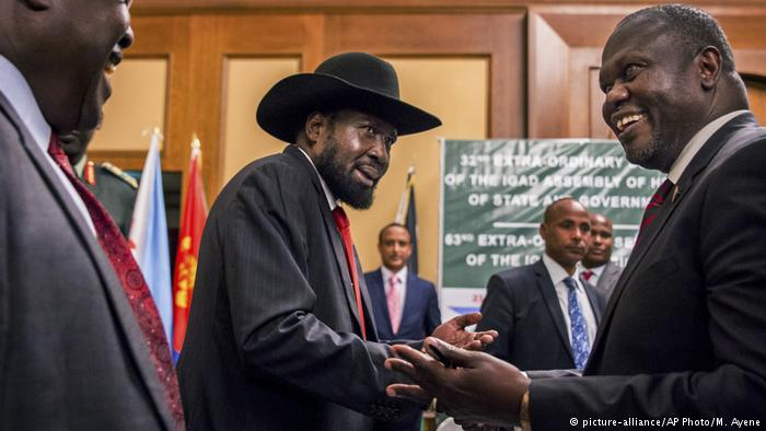President Kiir and opposition leader Machar shake hands during the peace talks