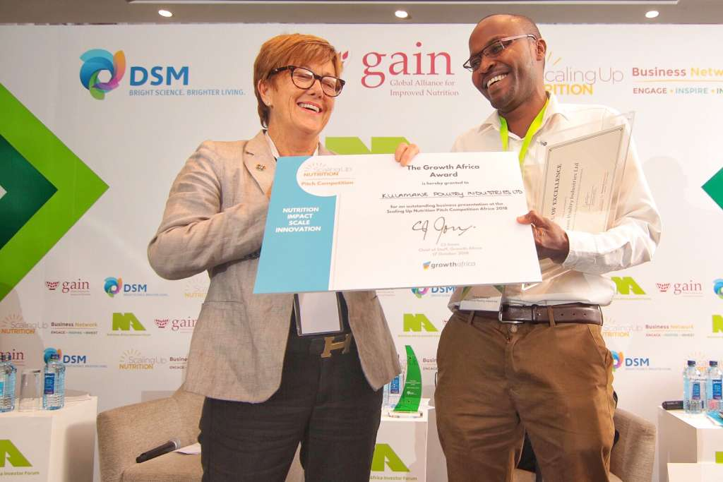 Denis Marangu, Kulamawe Poultry Industries, Kenya, receives at award from CJ Jones of GrowthAfrica at the SUN Business Pitch Competition in Nairobi on 17 October 2018