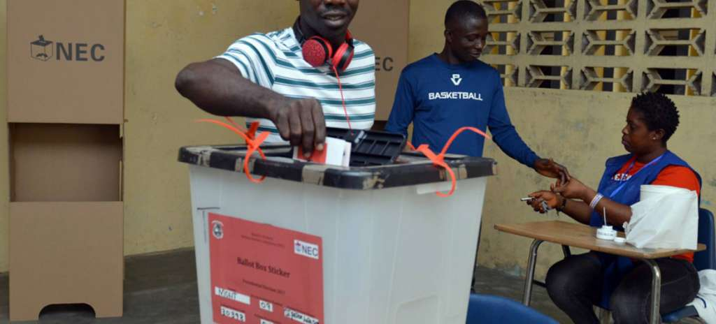 UNMIL / Shpend Berbatovci | A voter in Liberia casting his ballot for a president in the second round of vote on 26 December 2017