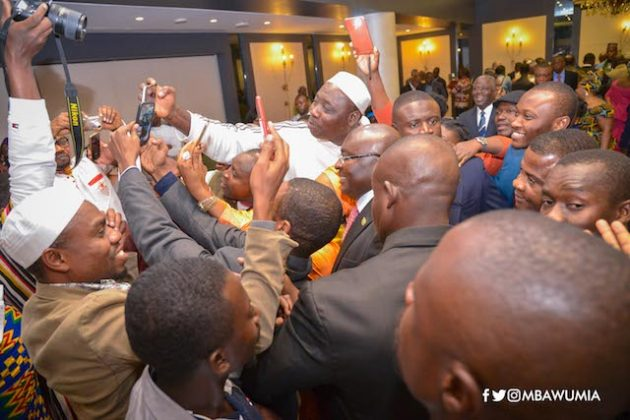 Bawumia in a selfie pose-with Ghanaians in Lebanon
