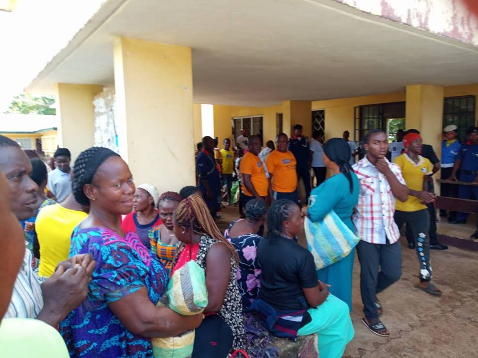 Anglophone refugees in Ikom in line to receive donated food items