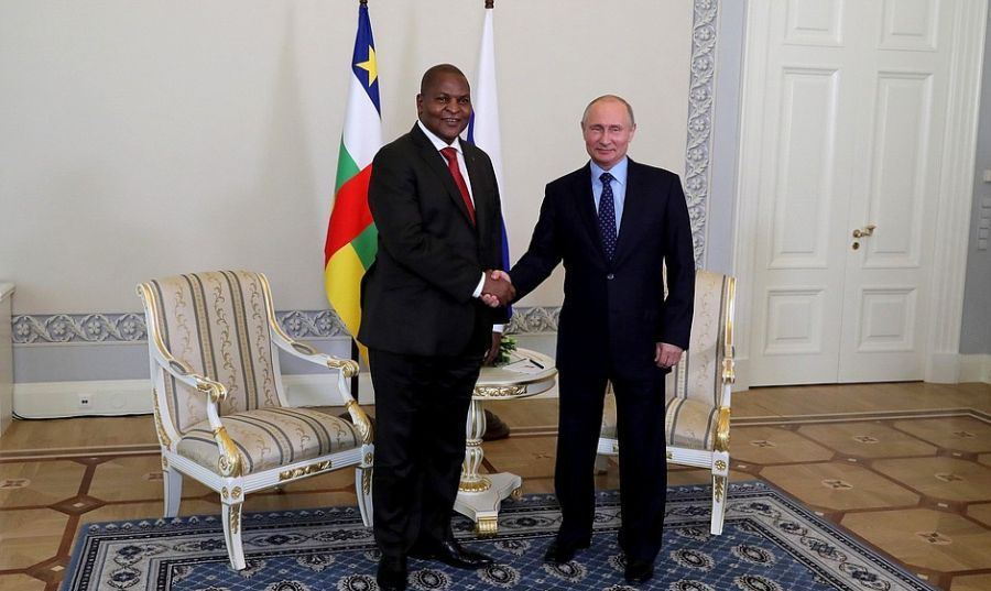 St Petersburg, Russia. 23rd May, 2018. ST PETERSBURG, RUSSIA - MAY 23, 2018: Faustin-Archange Touadera (L), President of the Central African Republic, and Russia's President Vladimir Putin shake hands during a meeting at the Konstantin Palace in St Petersburg. Valery Sharifulin/TASS Credit: ITAR-TASS News Agency/Alamy Live News