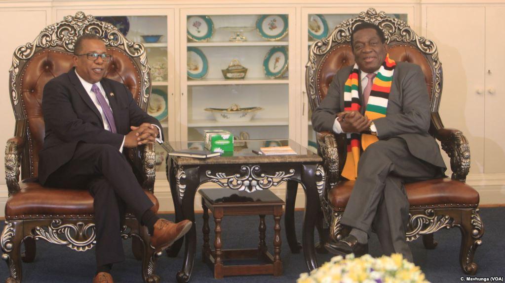 U.S. Ambassador to Zimbabwe Brian Nichols, left, speaks with Zimbabwe President Emmerson Mnangagwa at the State House in Harare, Aug. 15, 2018.