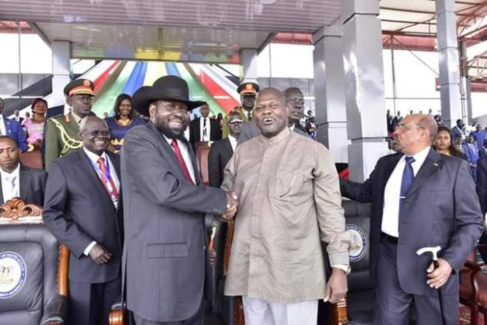 South Sudan President, Salva Kiir Mayardiit shakes hands with SPLM-IO leader Rick Marchar