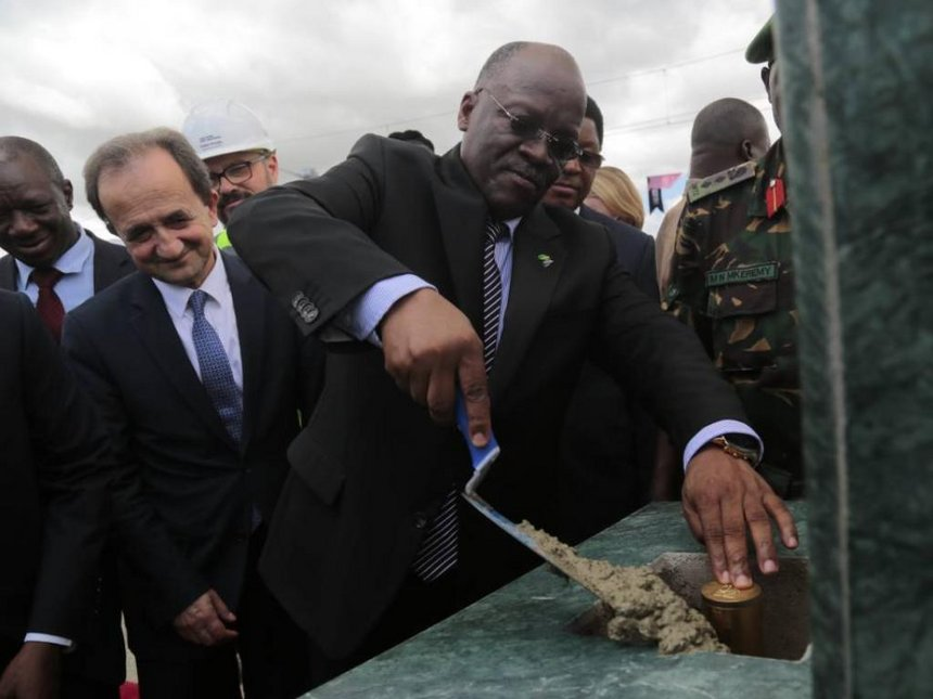 Tanzanian President John Magufuli during the commissioning of works on Standard Gauge Railway from Morogoro to Dodoma, March 2018. /COURTESY