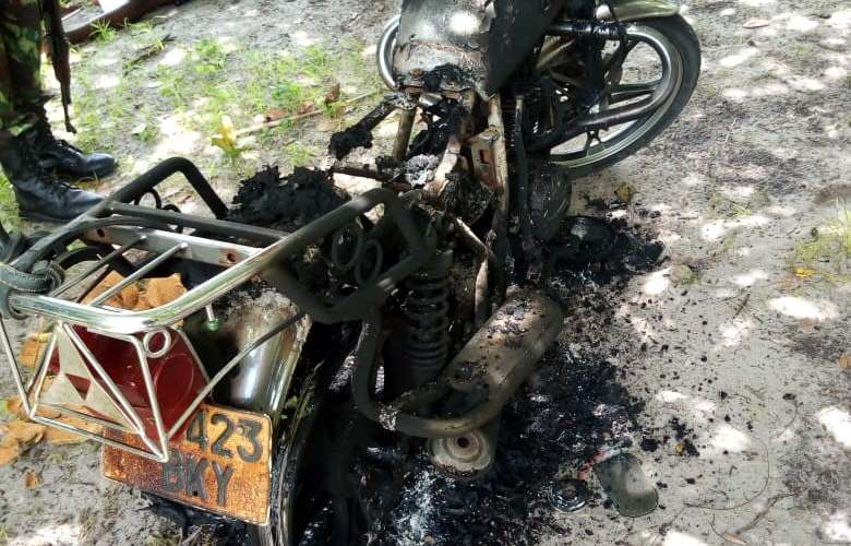 Photo: A motorcycle burned by the unknown armed group at dawn on Wednesday