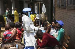 Cyclone-affected communities in Zimbabwe being vaccinated against cholera