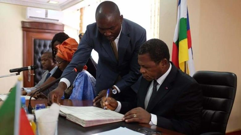 Territorial Administration Minister, Paul Atanga Nji penning the agreement (photo: journalduCameroun)